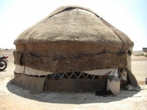 Jurte in der Wüste Kisilkum