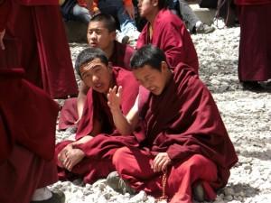 Mönche im Kloster Sera
