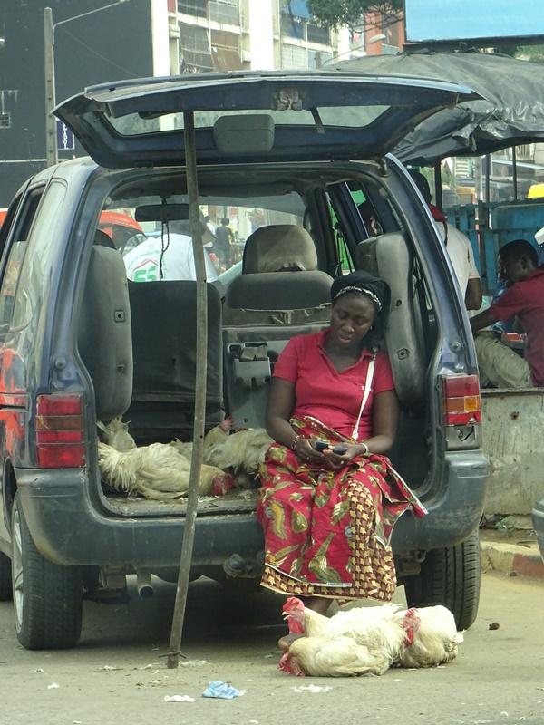 Straßenszene in Abidjan