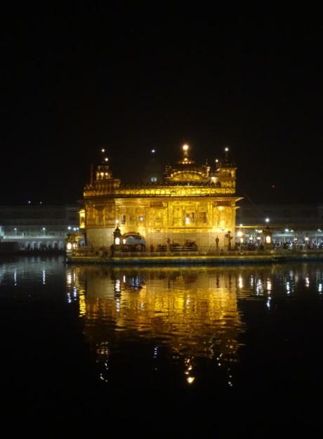 Goldener Tempel bei Nacht