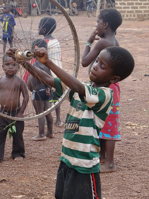 Kind an der Elfenbeinküste